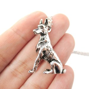 3D Realistic Doberman Pinscher Dog Breed Animal Charm Necklace in Shiny Silver
