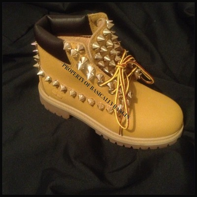All spiked timberlands (juniors 3.5-7)