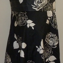 Black/White Floral Sleeveless Dress-Tropical A Size 10