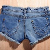 Rip denim shorts