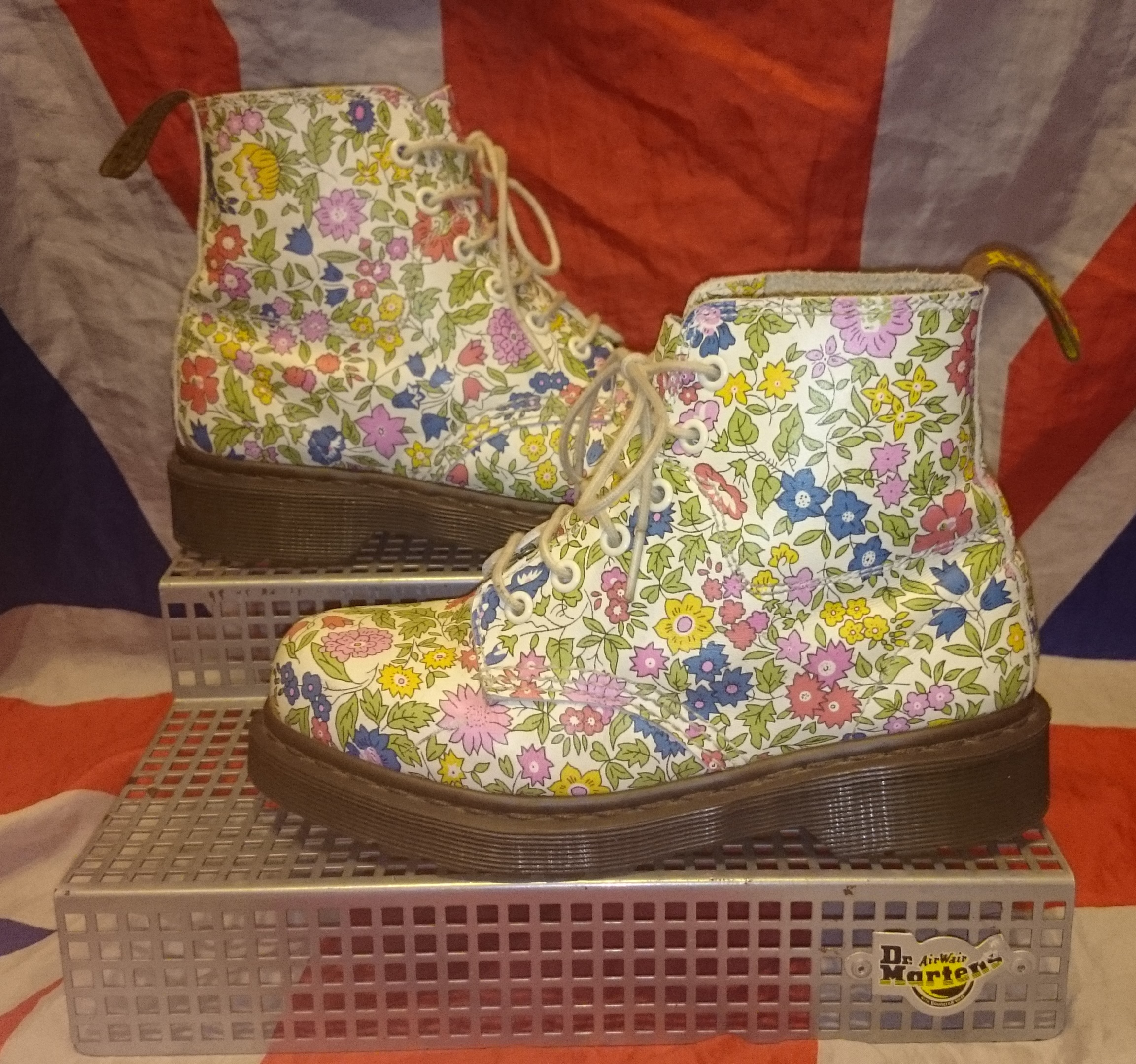 Rare liberty london floral dr doc martens boots white flowers uk rare liberty london floral dr doc martens boots white flowers uk 3eu mightylinksfo Image collections