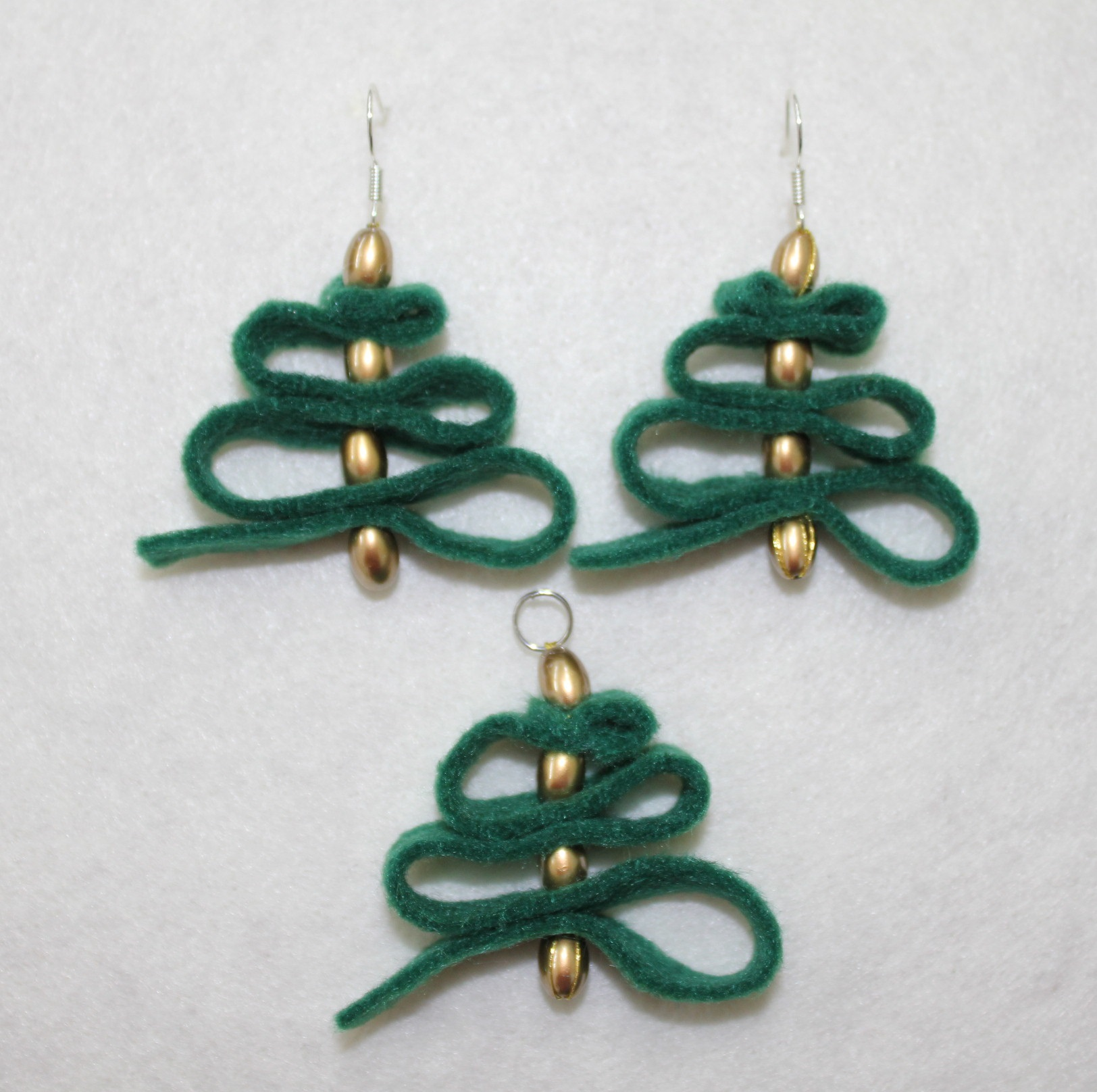 cute earrings christmas tree with golden beads (kawaii) · Atelier ...