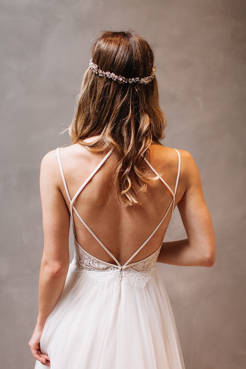 Sexy backless wedding dress spaghetti straps open back for Sexy open back wedding dress
