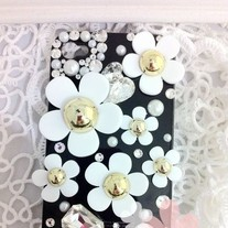 Bling White Flowers Tiny Crystals Pearls On Black/White Case For iPhone 4
