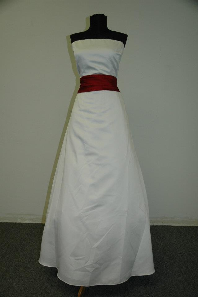 Wedding_dress_w_red_sash_22_original