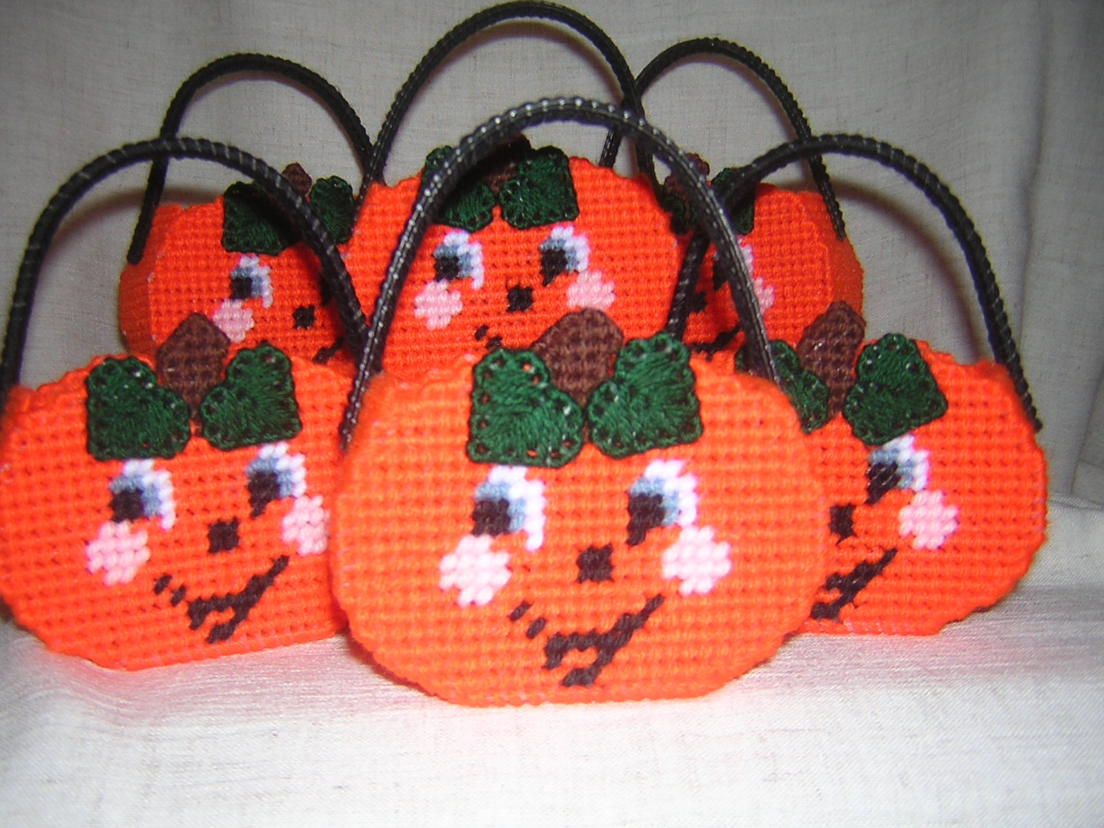 Pumpkin_candy_basket_original