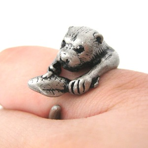 Otter With A Fish Animal Wrap Around Hug Ring in Silver - Sizes 4 to 9
