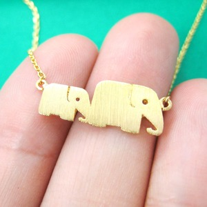 Simple Elephant Baby and Mother Family Pendant Necklace in Gold