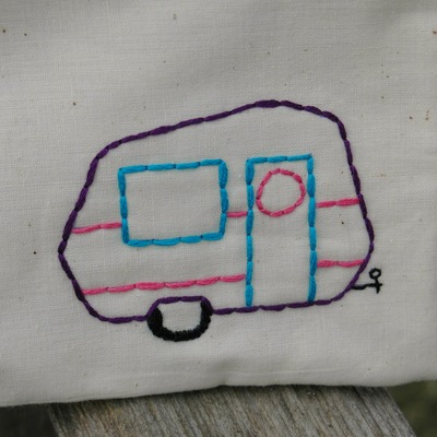 Just stitched vintage style camper zippy