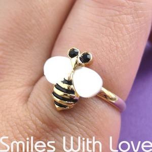 Adjustabe Bumble Bee Animal Ring in Gold with Pearl Like Wings