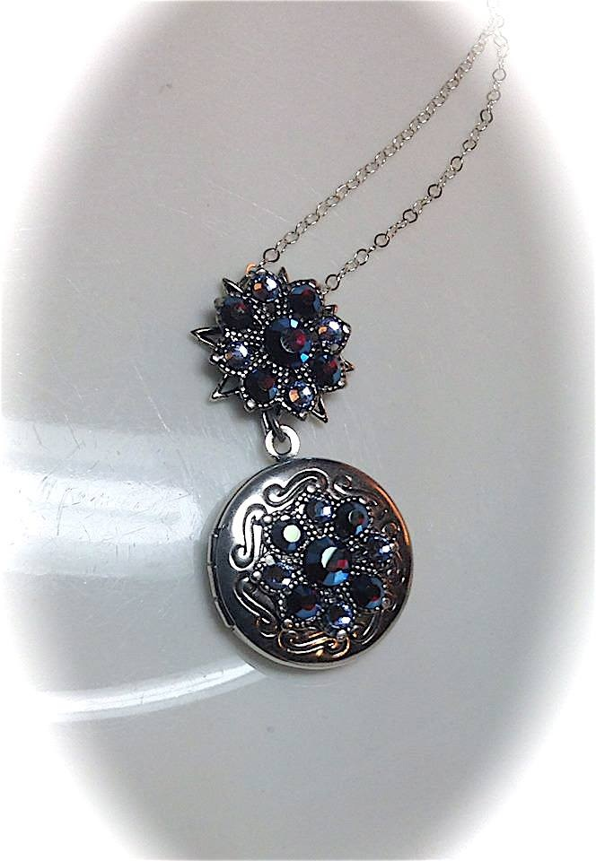Neo Victorian Snowflake Locket Necklace from OlivousRetroJewelry / Vintage