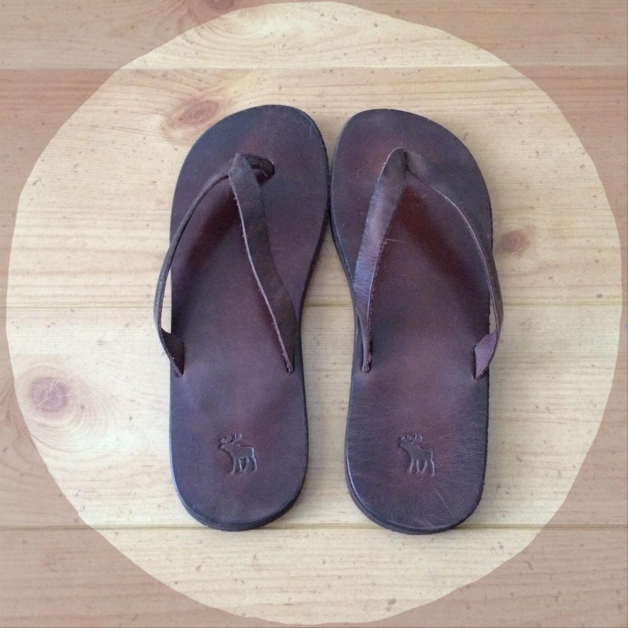 0e1bdffc5 Abercrombie   Fitch Leather Flip Flops on Storenvy