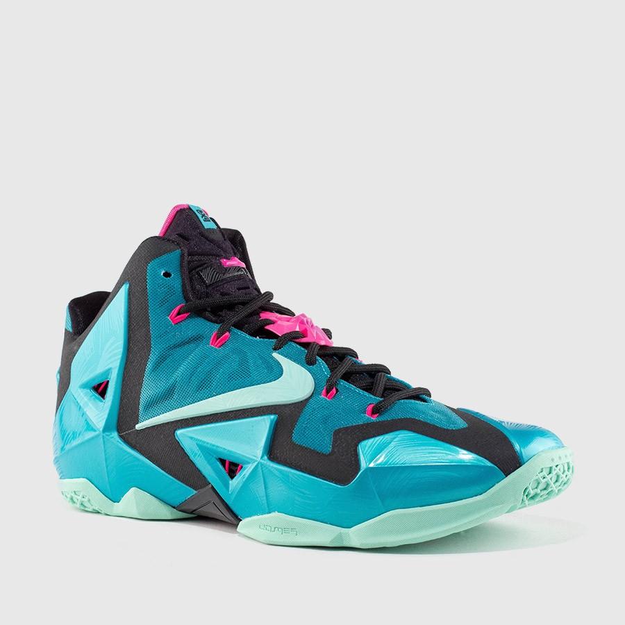 806d098e2ec Nike Lebron XI
