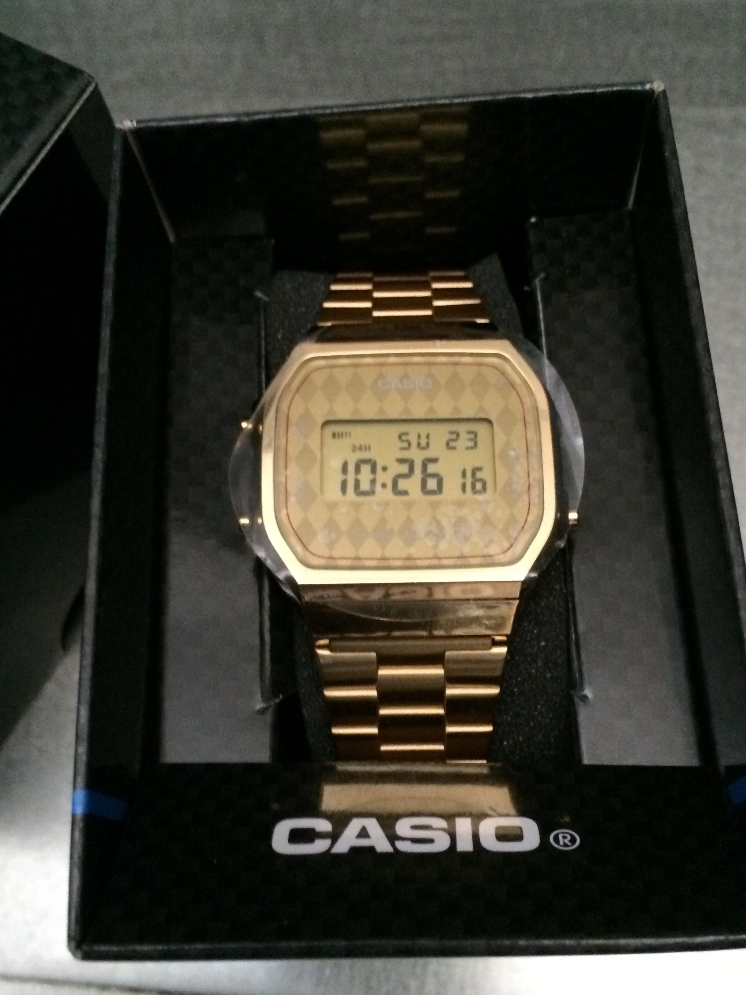 7e281b38dc2e Reloj Vintage CASIO.35€ Dorado Rombos. on Storenvy