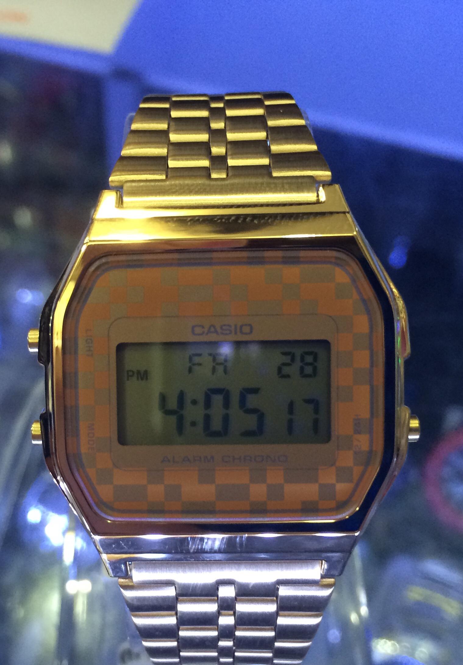 bb4fa56e8925 Reloj CASIO cuadros.40€. Modelo Retro. on Storenvy