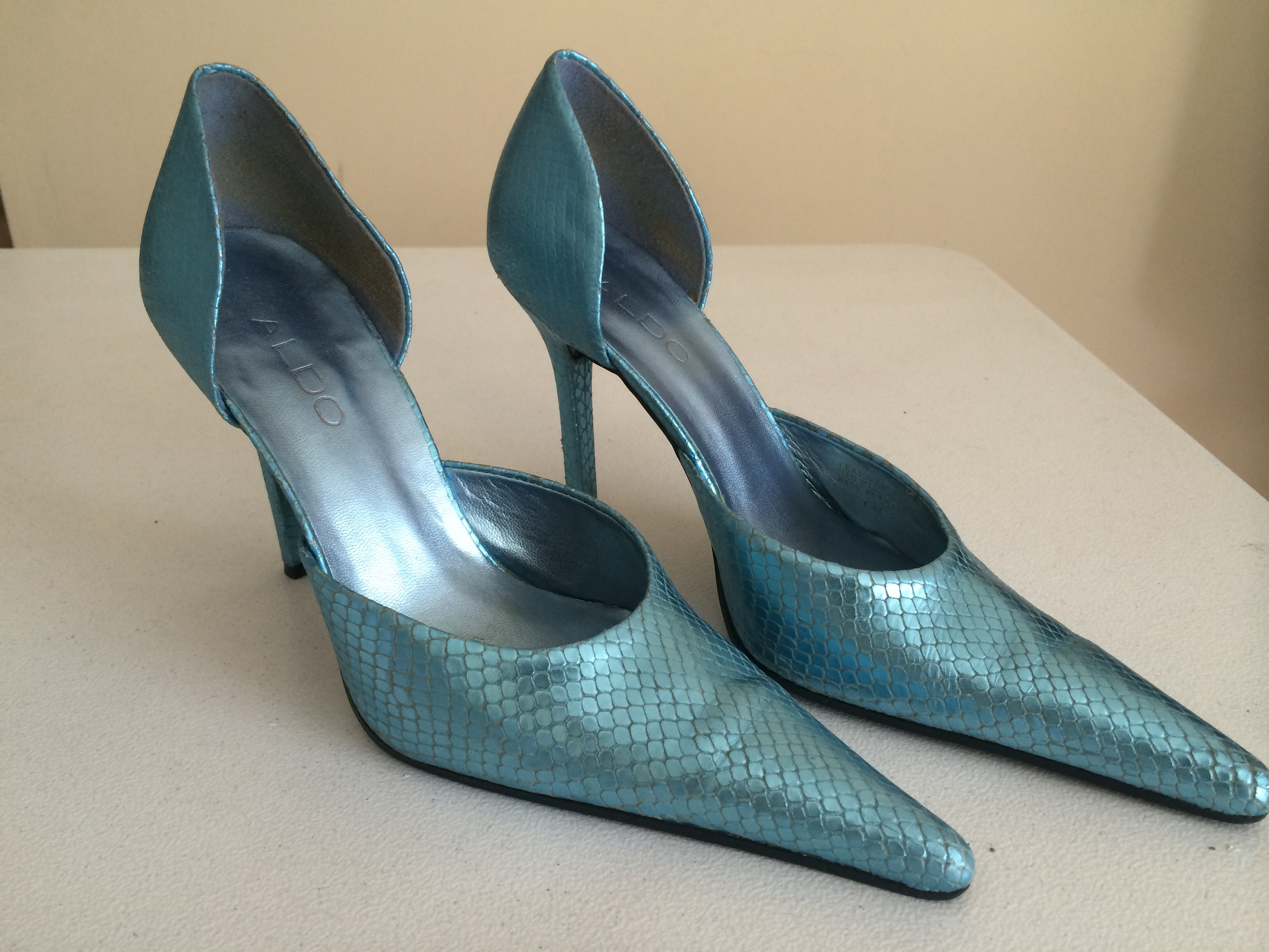 49efe36085f Size 38 Aldo Blue Metallic Snakeskin Pumps from Wooden Hanger Consignment