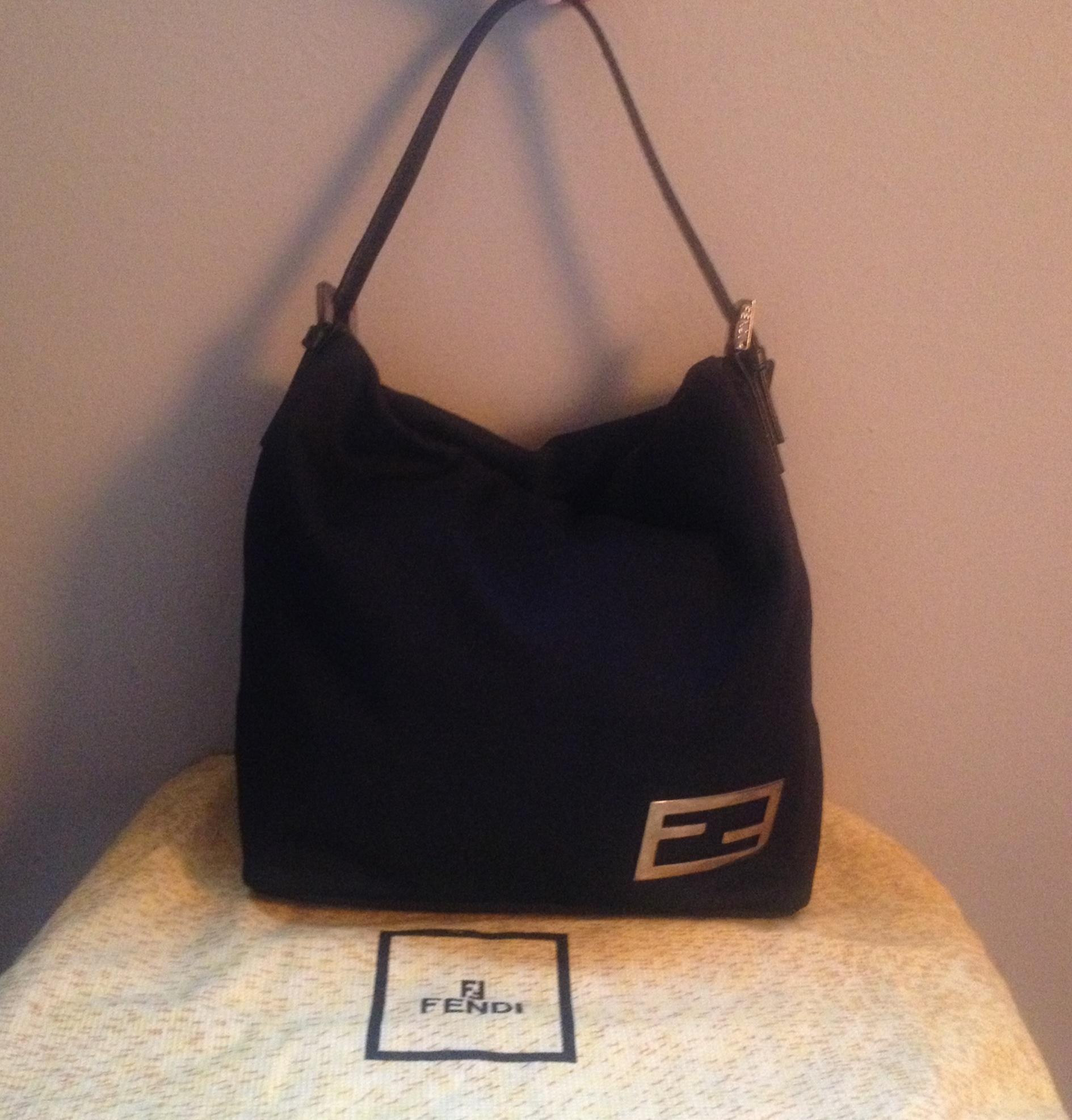 1722566a2c81 100% Authentic Fendi Handbag