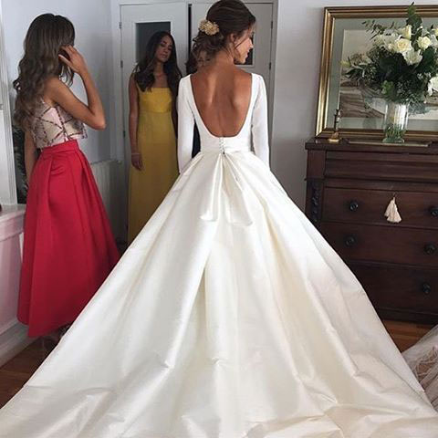 Elegant White Backless Wedding Dress Bridal Gowns With Long Sleeves