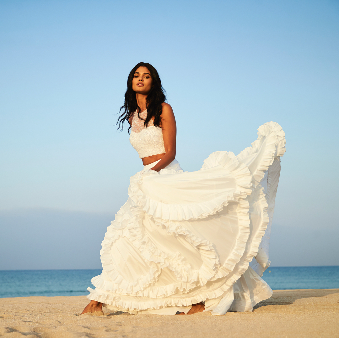 8a2ec5bfe2 ... New Arrival White Two Piece Summer Beach Wedding Dress Halter Sequins  Beaded Sweep Train Ruffles Bridal ...