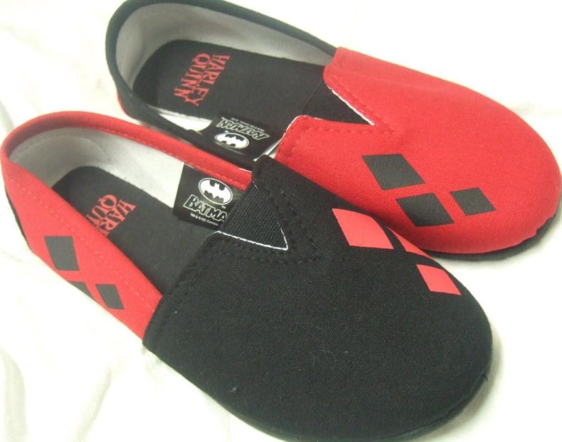 37a621dd8e37 DC Comics Harley Quinn Batman Canvas Slip-On Flats Shoes L · The ...